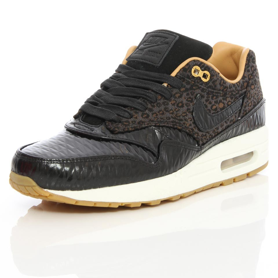 sale retailer 19c71 c6b43 Nike Air Max 1 with a leopard print, that's something we have seen before  and those shoes became an instant hit. With the Nike Air Max 1 FB Woven  Leopard ...