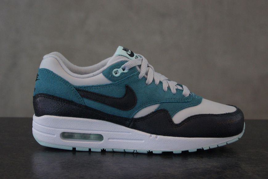 2773c1890f94 That s what the new release of the Nike Air Max 1 Essential WMNS collection  looks like. And being a shoe from the Essential collection
