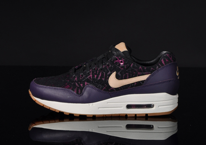 NIKE WOMENS AIR MAX 1 PREMIUM RUNNING SHOES PURPLE DYNASTY LINEN 454746 500