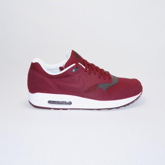 447f091b9095 Nike Air Max 1 - Team Red   Velvet Brown